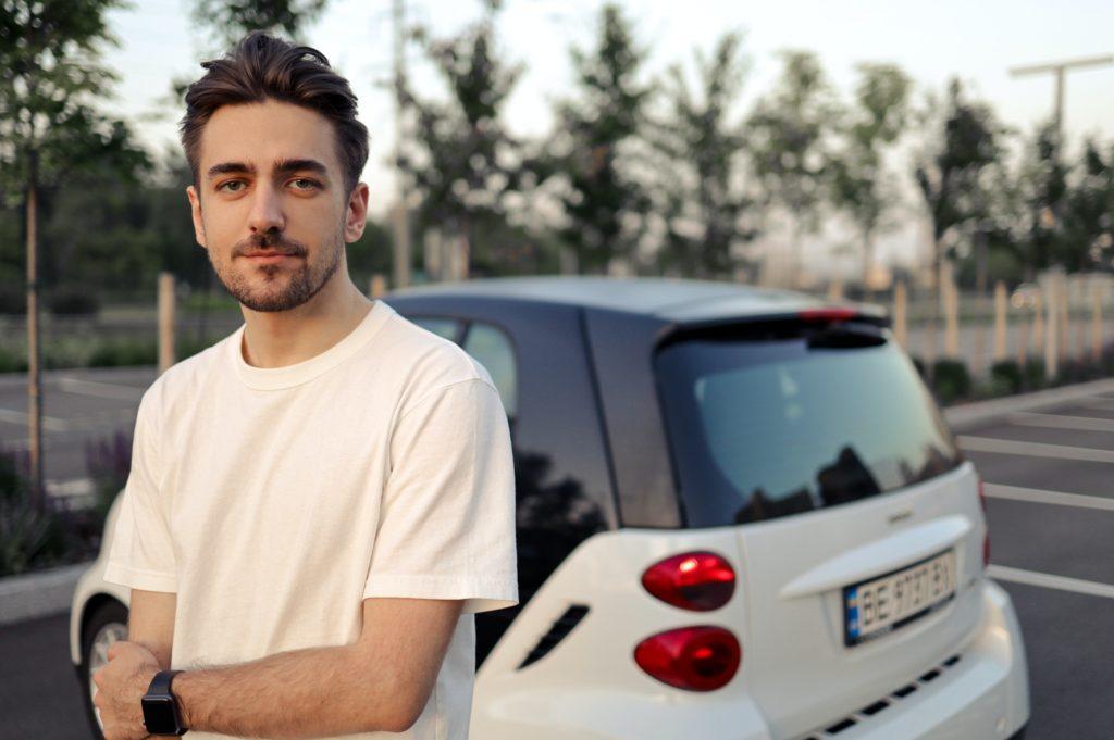 Kalkulačka autopojištění umožňuje sjednání pojištění vozidla online a s minimem námahy. Na základě vyplněných údajů vyhledá aktuálně dostupné nabídky a přehledně je seřadí dle ceny.
