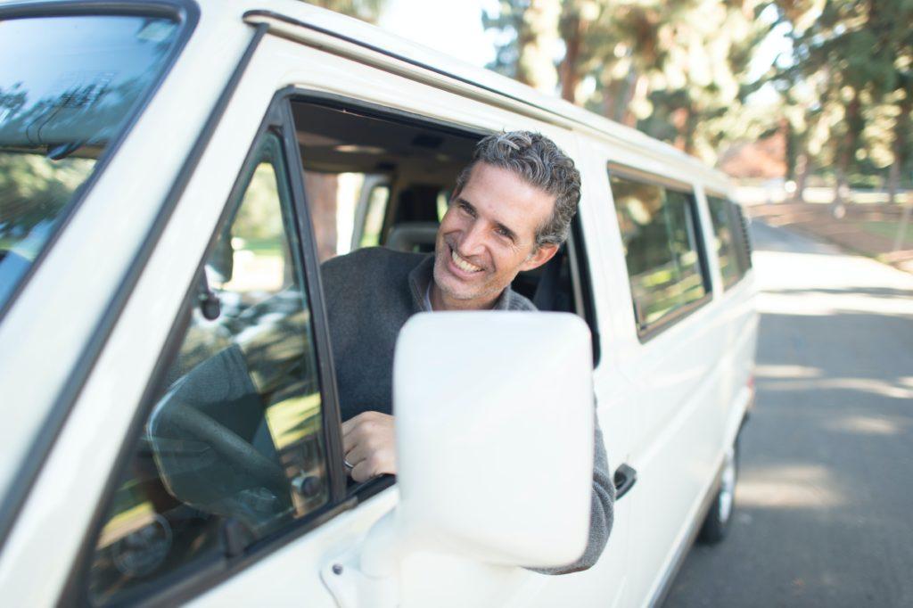 Povinnost zákonného pojištění se vztahuje na veškerá auta zapsaná v registru. Kalkulačka umožňuje sjednání levného pojištění vozidla online z pohodlí domova.