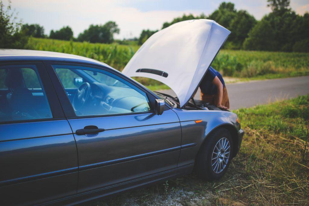 Zákonné pojištění vozidel zahrnuje také některé asistenční služby. Tyto služby jsou k dispozici neustála, tzn. 24 hodin denně a 7 dní v týdnu.