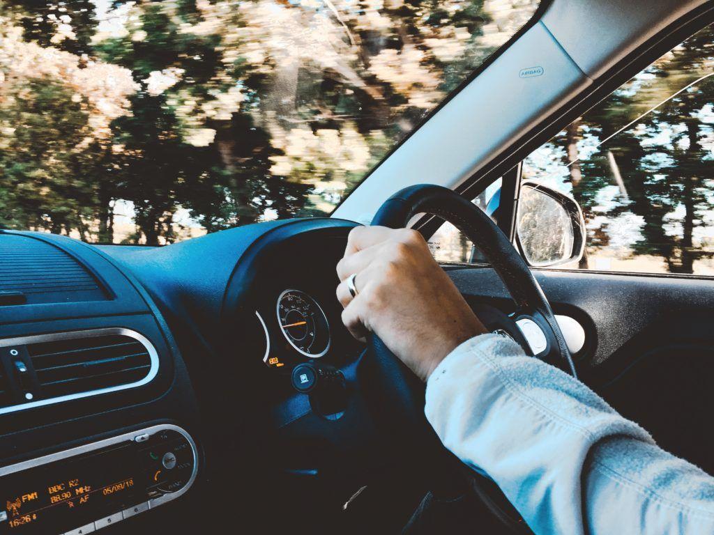 Dědic, respektive nový vlastník vozidla, se musí postarat o přepis vozidla na nového majitele.