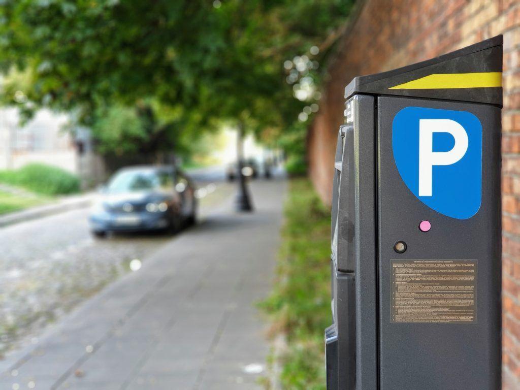 Za špatné parkování hrozí pokuty. Parkuj v klidu se svým webem a aplikacemi proto může motoristům pomoci udělat si lepší přehled v parkovacích zónách v Praze.